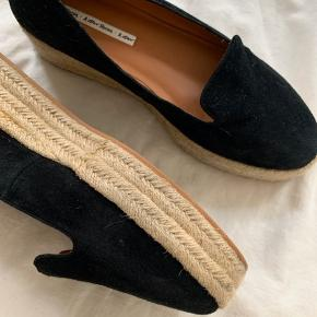 Smukke sko som aldrig er blevet brugt.