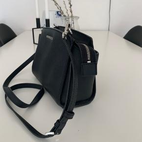 Michael Kors taske købt i Salling. Bud modtages gerne :-)