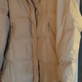 Super lækker lang vind og vandtæt varm vinter jakke. Donaldson.  Str 46. NY pris 2995 kr. Som ny.