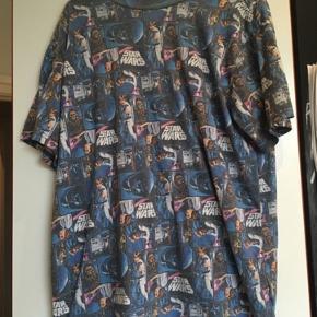 Star wars Tshirt str L  -fast pris -køb 4 annoncer og den billigste er gratis - kan afhentes på Mimersgade 111 - sender gerne hvis du betaler Porto - mødes ikke andre steder - bytter ikke