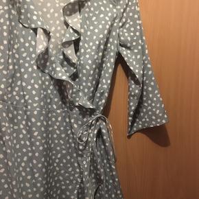 Brugt og vasket 1 gang. Kjolen er så god som ny.