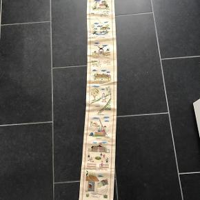 Gl broderet klokkestreng dukket op                      Mp 100kr  Randers nv ofte Århus Ålborg København mm Sender gerne på købers regning   Til salg på flere sider