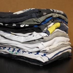 Sælger ud af brugt tøj. Alt lige fra t-shirt, trøjer og hættetrøjer. Ca. 75-100kr pr. stk. Skriv for at se flere billede og hvis du har nogle bud. Større køb udløser rabat af endelig pris.
