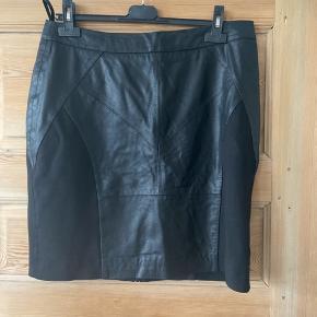 PU kort nederdel