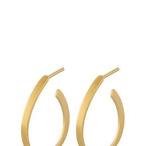 Sælger disse fine øreringe fra Pernille Corydon  Modellen er Berlin creoler Guld  Np 350  Fejler intet