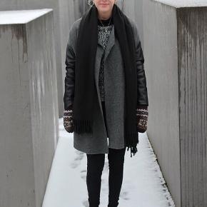 🏷: Zara  🙆🏼♀️: Str. S  ♻️: Næsten som ny  📦: Sender gerne med DAO, men kan også afhentes i Odense   ‼️: Bytter ikke   💁🏼♀️: Kom gerne med et bud