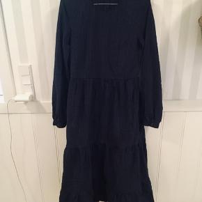 Har brugt kjolen en enkelt gang.