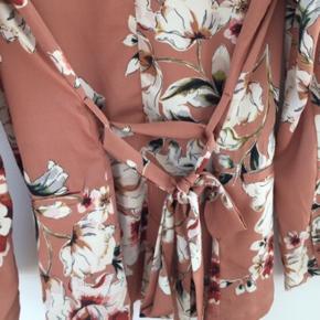 Superfin blazer/kimono fra ZARA, i perfekt stand🥰 Byd byd byd