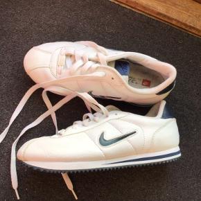 Lækre sko fra Nike sælges billigt.