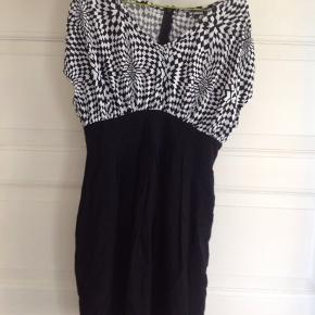 Sød kjole her til forår og sommer. Sender gerne med DAO.