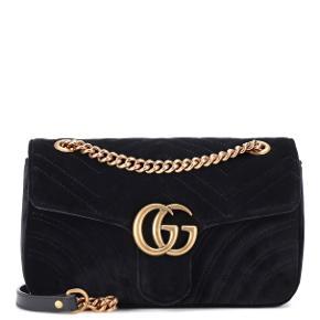 Smuk Gucci GG Marmont Small Velvet taske sælges. Lavet i det absolut lækreste velour.   Næsten ikke brugt og fremstår derfor nærmest som ny.   Købt i Gucci, Milano.  Box, dustbag og kvittering medfølger.  Mp: 7.500kr