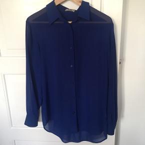Flot blå Acne skjorte i 100% polyester.   #trendsalesfund