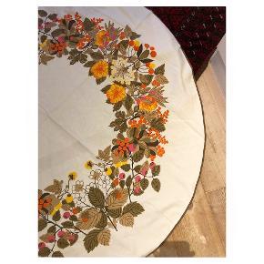 Fin vintage dug med blomster Diameter: 147 cm