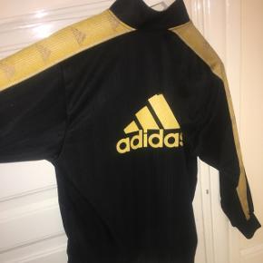 Sælger denne super fede og unikke Adidas ClimaLite trøje.   Hurtig handel, 150,-