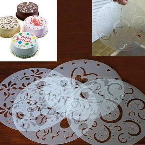 Skabeloner til at pynte kager med  kan bruges igen og igen  måler i diameter 20 cm  Aldrig brugt  der er 4 forskellige i en pakke.  mindstepris for et sæt med de 4 stk er 40 kr plus porto  porto er 20 kr som B post eller ca 35 kr med DAO uden omdeling