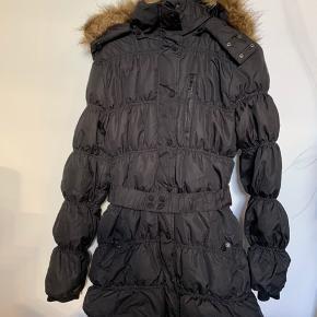 Varm jakke med fjer og dun Brugt få gange