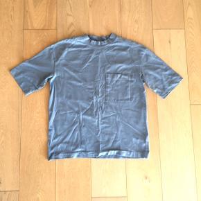 H&M t-shirtStr. L (Jeg bruger medium og jeg har brugt den som oversized)