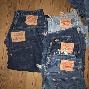 Jeans & nederdel fra levis  Pris pr stk: 250 kr  Byd gerne