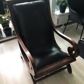 Vintage lænestol   Brugt, men har stadig mange år i sig - slidt på den fede/lækre måde   Kan ses/ afhentes i Ballerup