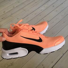Vildt fede sko som både kan bruges til træning men også til at style et outfit