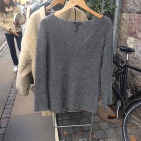 0d913287235 Sarah pacini sweater