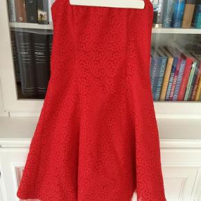 624a65f4bc2 Brand: Jessica McClintock Varetype: Flot NY Rød corsage kjole - med  blondestof og strut