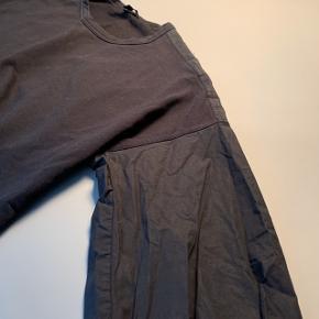 Trøje med detalje på ærmer / bomuld