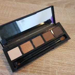 High Definition eyeshadow palette.  002 foxy  Nypris 200 kr Brugt en enkelt gang  Kig gerne mine andre annoncer for mere makeup og hudpleje 😊