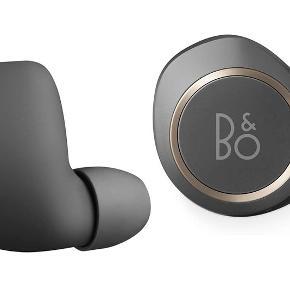 Jeg sælger disse super lækre B&O E8 in ear, i farven charcoal grå.  De er ikke brugt, kun lige prøvet på en enkelt gang. Kasse og diverse medfølger.