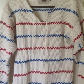Light sweater by Holebrook Sweden. It has a small stain on the wrist as you can see. Other than that, it's in great shape. It's unisex. It's XS but fits a small.