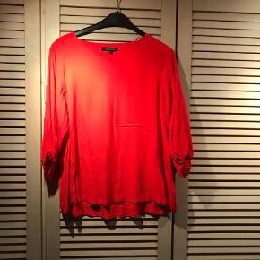 Varetype: ny bluse Farve: Rød  smuk ny bluse  brystomk. ca. 120 cm  læng.ca.68 cm  BYTTER IKKE