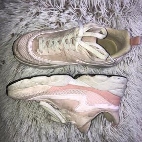 Fede lyserøde/hvide sneakers  Trænger til en rengøring 😊