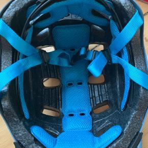 Cykelhjelm fra Abus med Peanuts/Nuser Str. M 52-58 cm Ikke brugt mere end et par gange, så i meget fin stand - æske medfølger