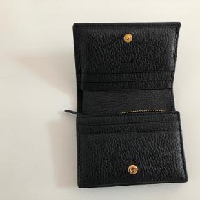 GG Marmont læder pung  Købt juli 2019, har ikke været brugt meget lidt og fremstår derfor som ny. Kvittering og æske medfølger  Nypris 2900 kr