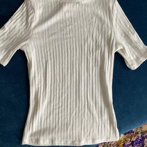 Sælger denne fine t-Shirt, da den desværre er lidt for lille 🤍