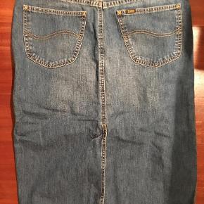 Varetype: nederdel Farve: Jeans Prisen angivet er inklusiv forsendelse.