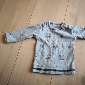 Super flot bluse. Brugt til 1 barn få gange. Vasket i Rema 1000 parfume fri vaskepulver og eddike. Aldrig tørretumblet. Røgfri hjem m