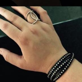 Hej sælger dette ring mangler en sten er str 56 armbånd er god stand velkommen til at byde
