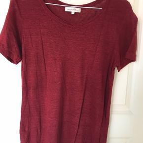 Lækker t-shirt i 100% hør fra second female. Har været på én gang. Som ny! Se også, at jeg har samme style til salg i rød.