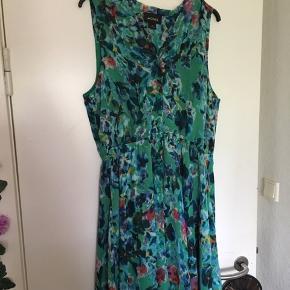 Sød kjole fra Monki det er en lille str L