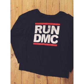 Mørkeblå Run DMC sweater str XL (er selv medium, oversize look) Brugt få gange
