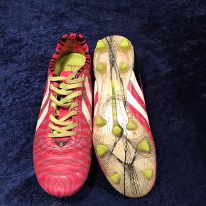 Fodboldstøvler kun brugt nogle gange