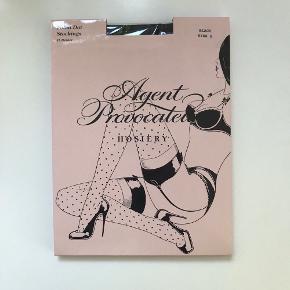"""Klassisk smukke """"Polka dot stockings"""" fra Agent Provocateur i en """"size 2"""". Pakken er uåbnet."""