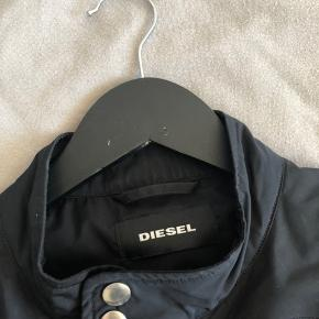 Diesel jakke, nypris omkring de 2000, rigtig god stand Mp 1000