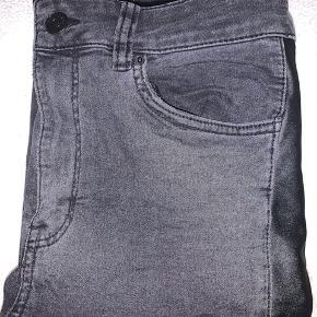 Unikke bukser med FED læderstribe hele vejen ned! Ingen tegn på slid.