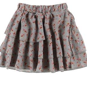 Fineste nederdel fra GRO i str 98 sælges. Brugt 2 gange. Nypris 400,- Fejler intet. Bytter ikke!