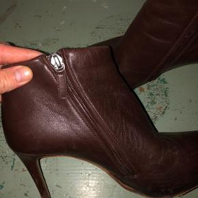 Smukke støvler i fuldstændig fantastisk kvalitet og komfort, trods høj hælhøjde. Købt i Kassandra i sin tid.