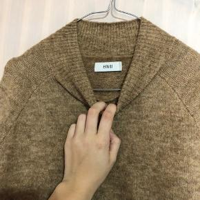 sælger denne brune sweater fra envii, som næsten aldrig er brugt, super god og fin stand 💫✨