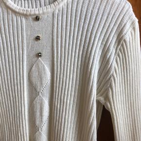 Vintage strik fra Paris, lillebitte fejl i strikket som ses på billede to. Rigtig lækker varm og smuk  Køb i dag med fri fragt!