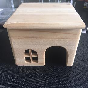 Hamster hus - længde 15 cm  Højde 12 cm - dybte 15 cm